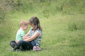 Mum and her child in a green field ©Erika's Way