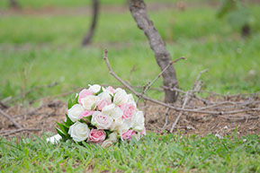 The bouquet in the vineyard © Erika's Way Photography in Melbourne and Dandenong Ranges