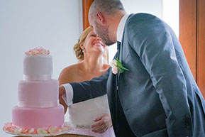 Cake cutting © Erika's Way Photography