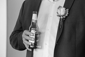 the groom and his Peroni beer © Erika's Way Photography