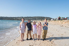 brothers and sisters family photoat Safety Beach, Mornington Peninsula, Vic. © Erika's Way Photography